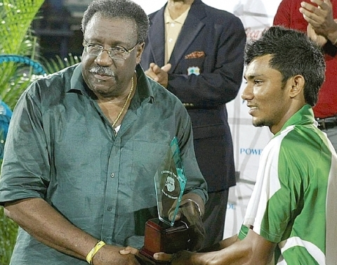 Bishoo Receives T20 Award, 31 Jul 2010